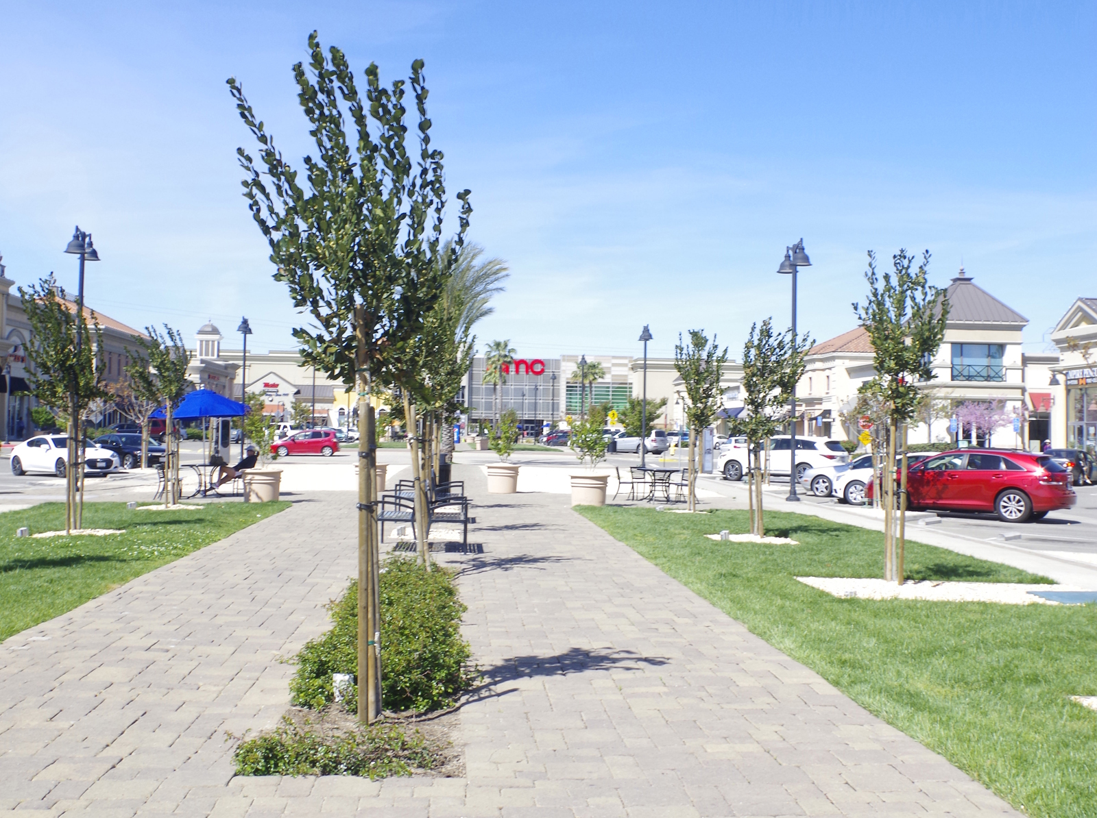 Streets of Brentwood Plaza